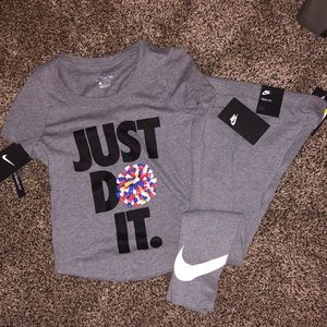 🆕 NIKE OUTFIT GIRLS SMALL too & leggings